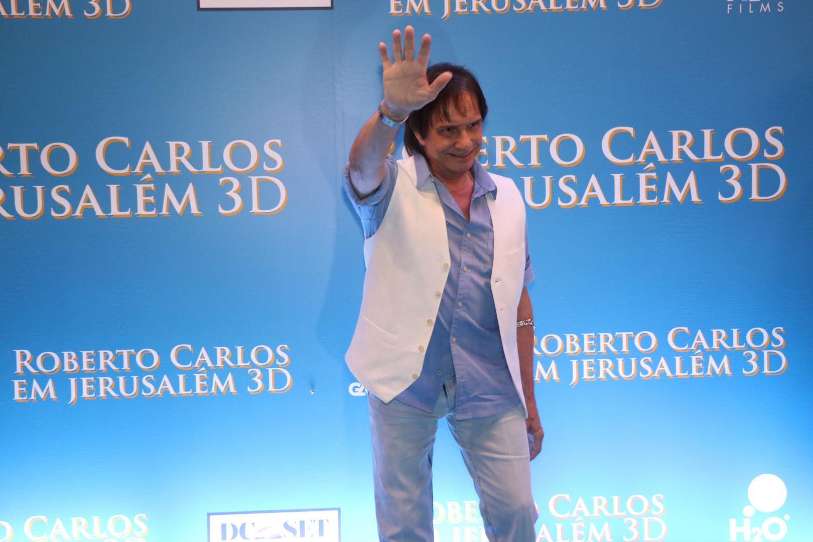 Roberto Carlos recebe famosos em estreia de seu filme 3D no Cine Odeon