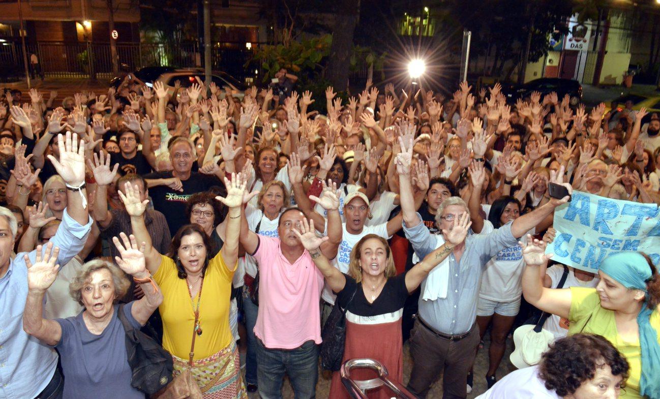 Artistas realizam manifestação em defesa ao Teatro Casa Grande