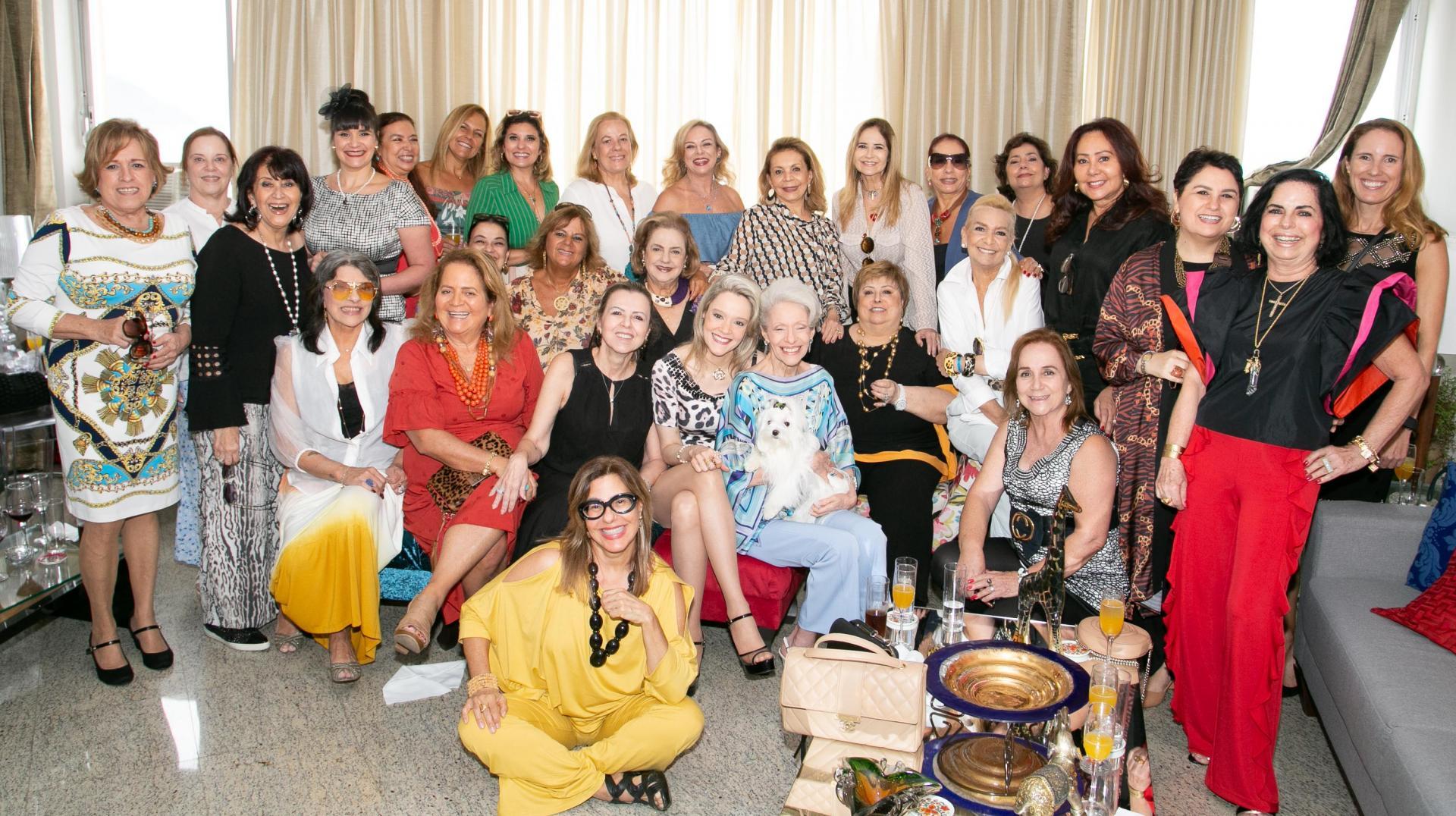 Roberta Monteiro da Fonseca reúne amigas para celebrar seu aniversário