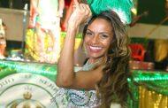 Quitéria Chagas chega da Itália direto para o samba da Império Serrano
