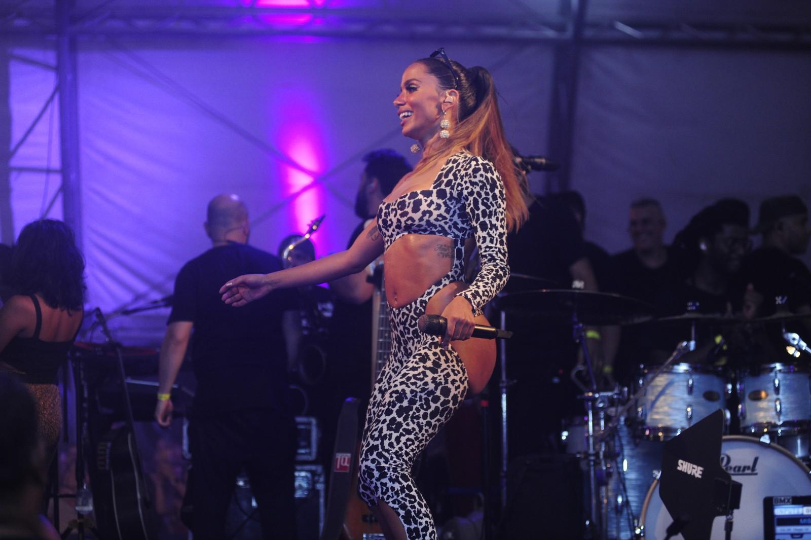 """Ensaio do Bloco da Anitta agita o """"Jokey Club"""" no Rio"""