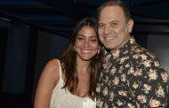 """Carol Castro confere a estreia de """"O Marido de Daniel"""""""