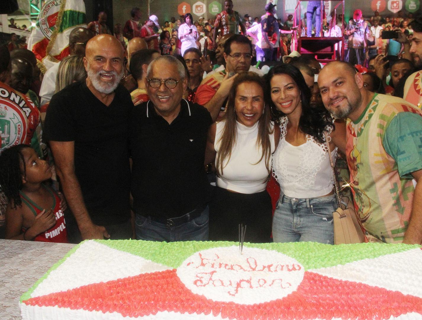 Presidente da Grande Rio comemora aniversário na quadra da escola de samba