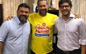 Bloco Órfãos do Brizola apresenta ensaio especial na Praça Tiradentes