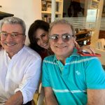 Regina Pinto entre Edney Silvestre e Milton Abirached