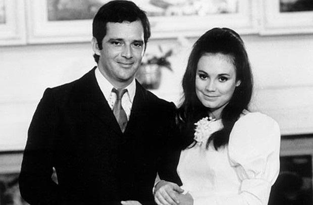 Ao lado do galã Claudio Marzo, quando despontou como Namoradinha do Brasil na novela Véu de Noiva ( 1968)