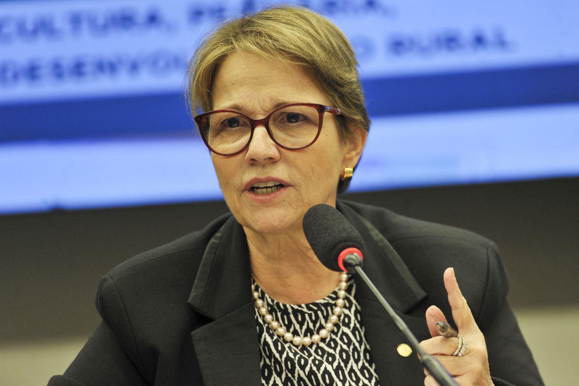 Le Monde se curva à ministra Teresa Cristina