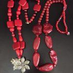 Colares de Sônia Mureb: qualquer um custa R$ 120. Vão em embalagem de presente