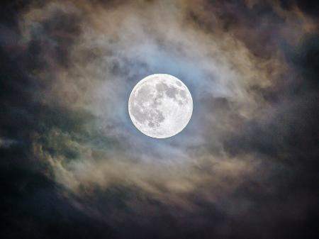 Segundo astróloga, eclipse penumbral no signo de sagitário permitirá mudanças interiores