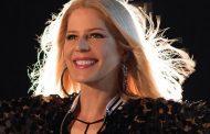 Paula Toller faz live na inauguração da BM Rio