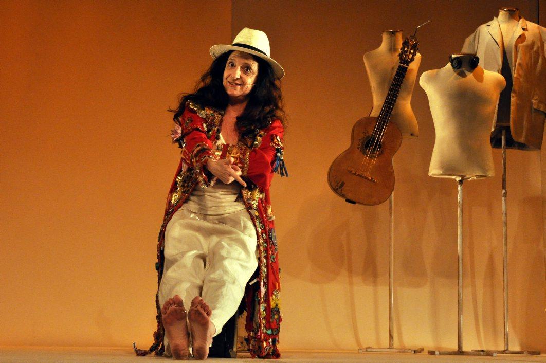 """Teatro PetraGold apresenta """"A esperança na caixa de chicletes ping pong"""""""