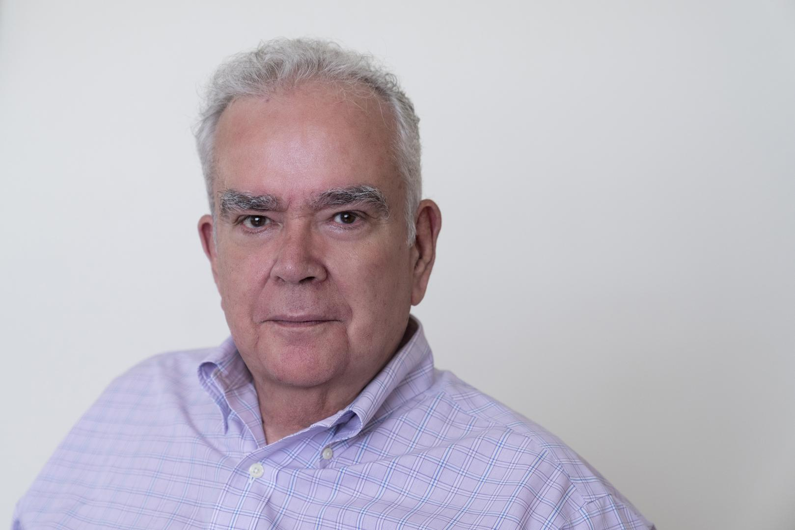 Livro analisa literatura policial de Luiz Alfredo Garcia-Roza