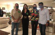 Hosana Pereira e Maninha Barbosa recebem amigos em torno de Eduardo Paes