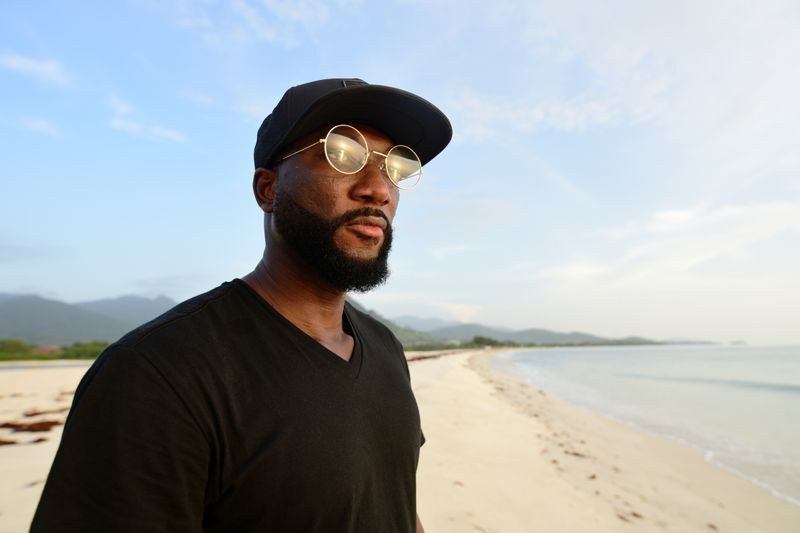 De volta com disco de afrobeat, Bockarie pede uma Serra Leoa melhor