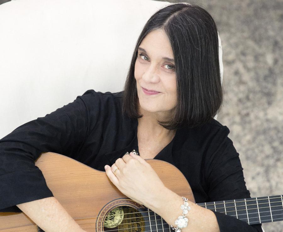 Joyce Moreno lança livro decrônicas, memóriase bastidores da MPB das últimas décadas
