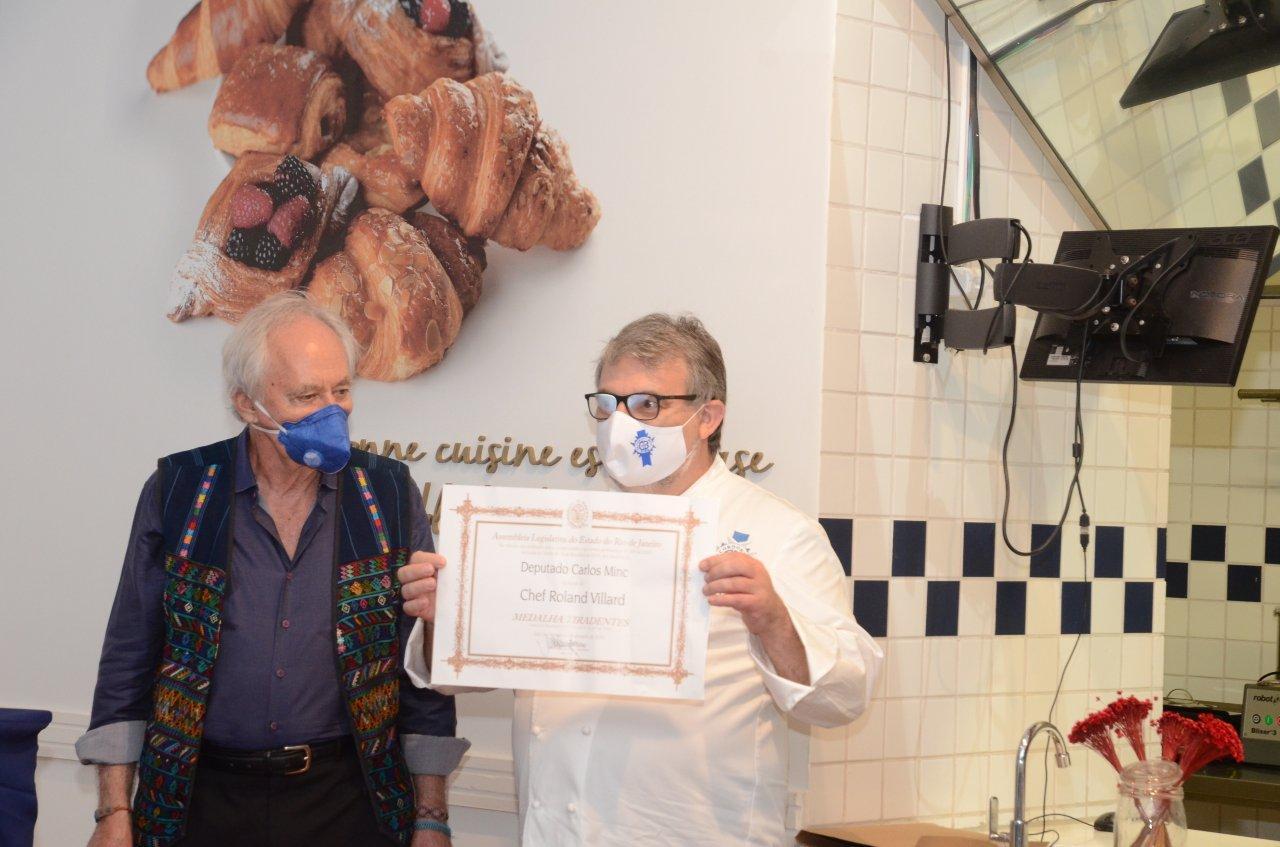 Chef Roland Villard recebe Medalha Tiradentes