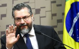 Ernesto Araujo ganha prêmio por incompetência