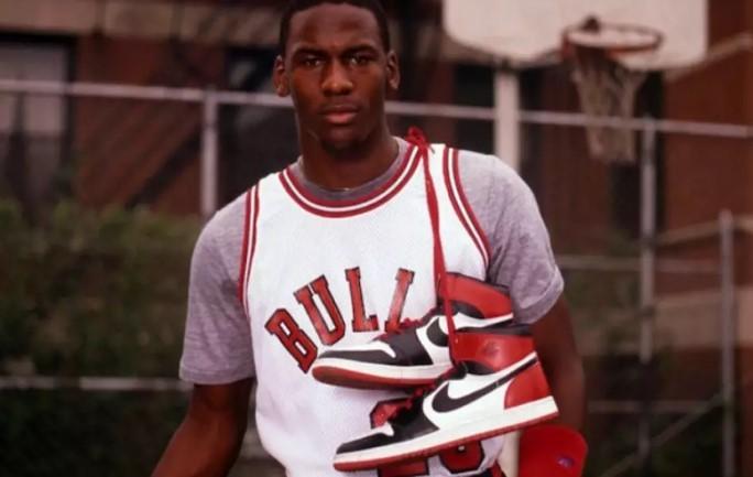 Tênis da temporada de estreia de Michael Jordan no Chicago Bulls à venda por mais de 500 mil reais