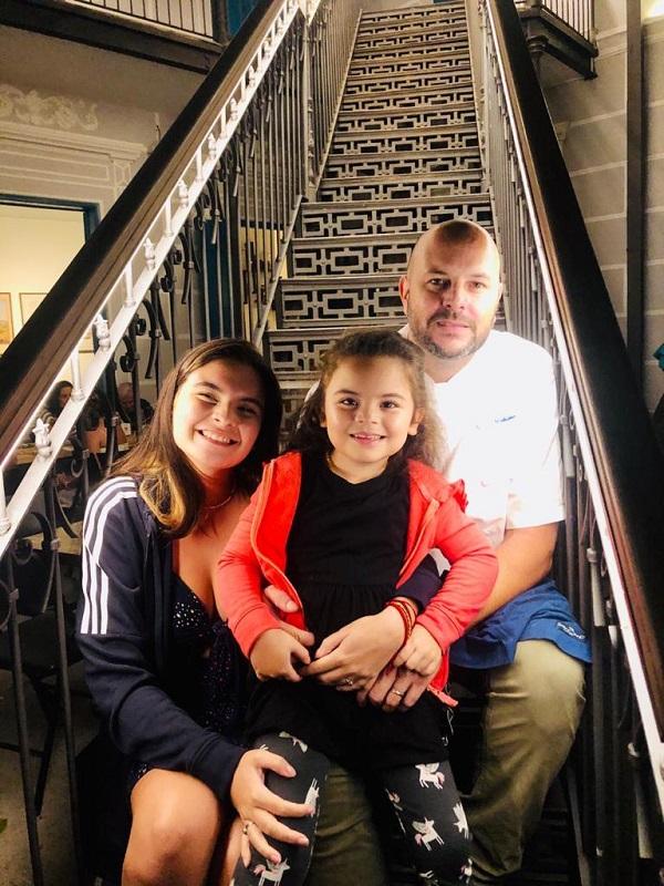Meu filho pai: com Antonia e Olívia na comemoração do Dia dos Pais, ano passado, no Bistrô da Casa