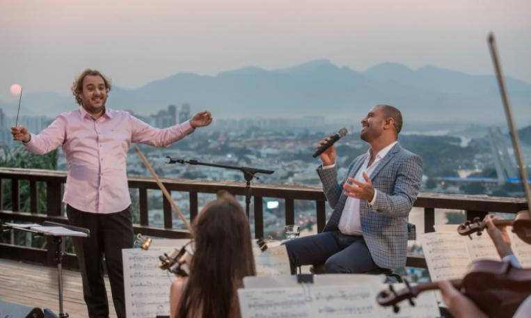Diogo Nogueirase apresenta com a Orquestra Ouro Preto