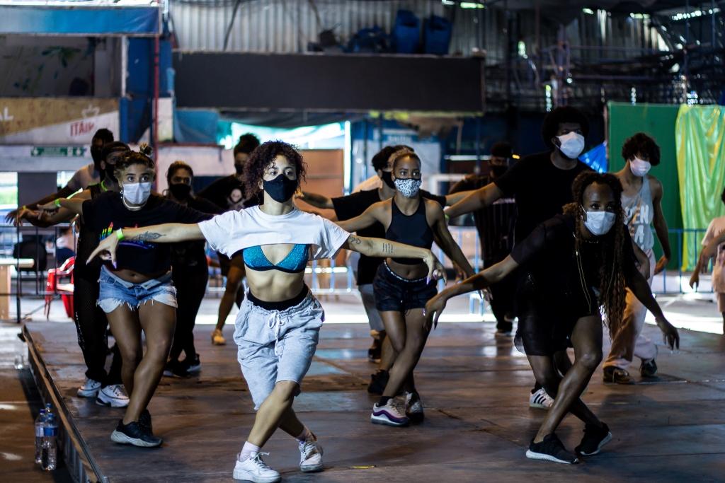 Festival de danças urbanas arrecada brinquedos e alimentos para famílias da Rocinha